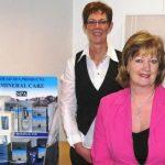 Cobie Koets en Geertje verzorgen de schoonheidsbehandelingen in de schoonheidssalon in Emmeloord